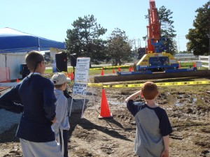 Some younger ICUEE attendees take in the Vacuworx show.
