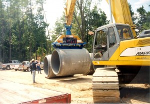 Vacuum lifting technology unloads this 72-inch concrete pipe.