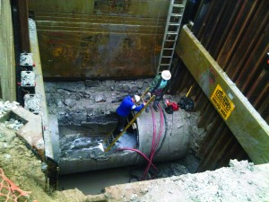Efficiency Production's exclusive Shore-Trak panel guides replace regular slide rail panels which allowed DiPaolo to install stab sheeting tightly around the existing sewer line.