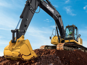 John Deere designed the 300G LC excavator with a larger hood for improved engine access.