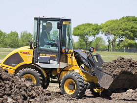 New Holland compact wheel loaders provide a combination of increased versatility, increased comfort and control.