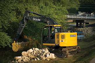 The 97 hp, IT4 John Deere 135G excavator delivers impressive arm force, dig force and lift capacity.
